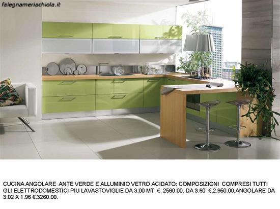 Cucine Moderne Con Ante Scorrevoli.Cucine Angolare Con Ante Verde E Alluminio Vetro Acidato N 118 M
