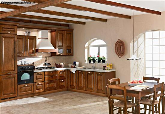 Cucina su misura in noce falegnameria chiola for Prodotti da cucina