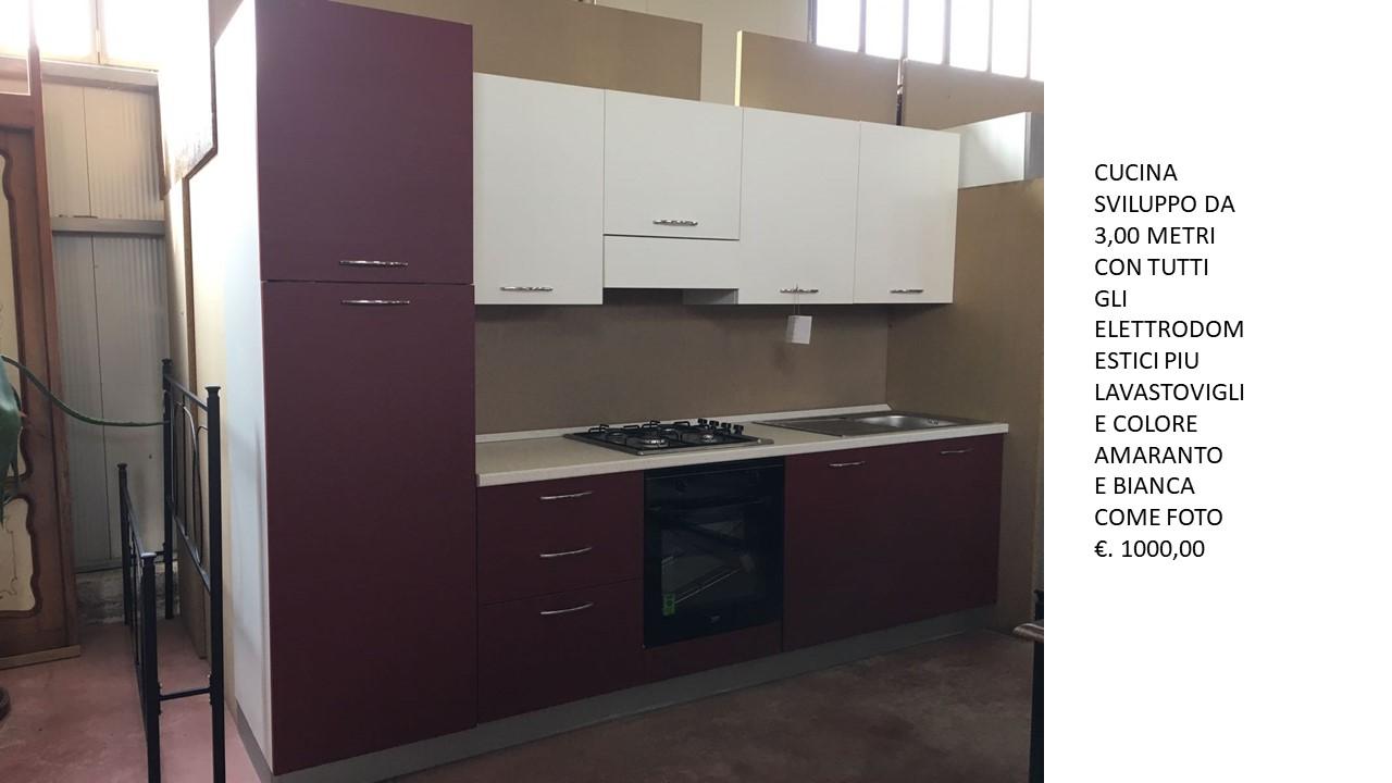 Cucina Bianca E Ciliegio cucina espo da 3,00 mt colore amaranto e bianco n 2